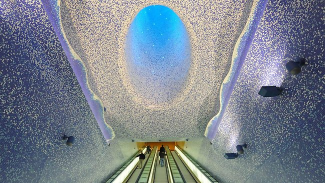 449726-italy-subway-art