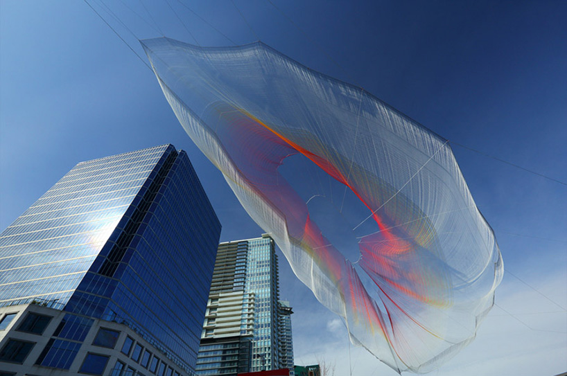 janet-echelman-and-google-weave-an-interactive-sculpture-in-the-sky-designboom-15